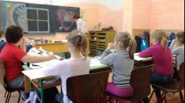 <img class=
